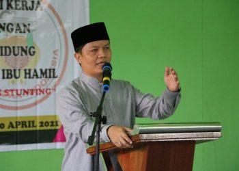 Bupati Kabupaten Tana Tidung, Ibrahim Ali saat memberi sambutan kegiatan Ikatan Bidan Indonesia (IBI) KTT di Gedung BPU Badan Bikis, Sesayap Hilir