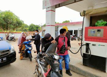 SPBU Sebidai  Kabupaten Tana Tidung, membagikan sembako kepada warga sekitar dan pengendara Roda  2 yang sedang mengisi bahan bakar