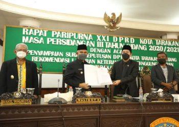 Walikota Tarakan, dr.Khairul menyerahkan laporan pertanggung jawaban (LKPJ) Walikota Tahun 2020 kepada Ketua DPRD Kota Tarakan, bertempat di Ruang Rapat Utama DPRD Kota Tarakan