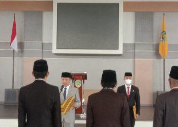 Bupati KTT, Ibrahim Ali mengukuhkan 9orang pejabat pimpinan tertinggi Pratama pejabat administrator dan pengawasan di lingkungan Pemkab Taba Tidung bertempat di Pendopo Djaparuddin.