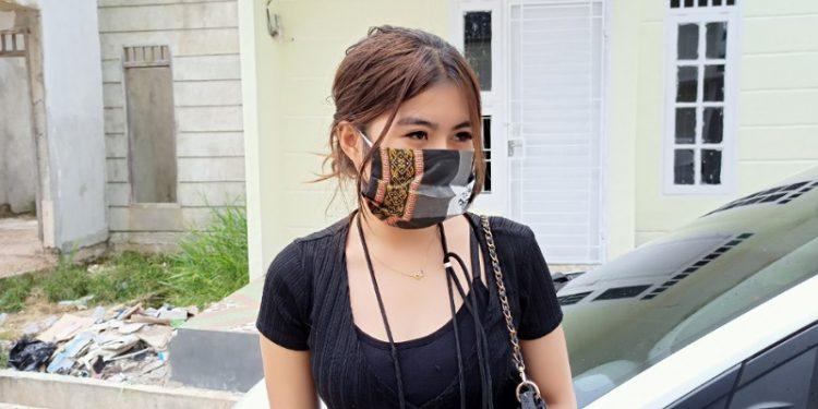 Andi Wulan (22) Salah Satu Penghuni Rumah Subsidi Viola Resident. foto: fokusborneo.com