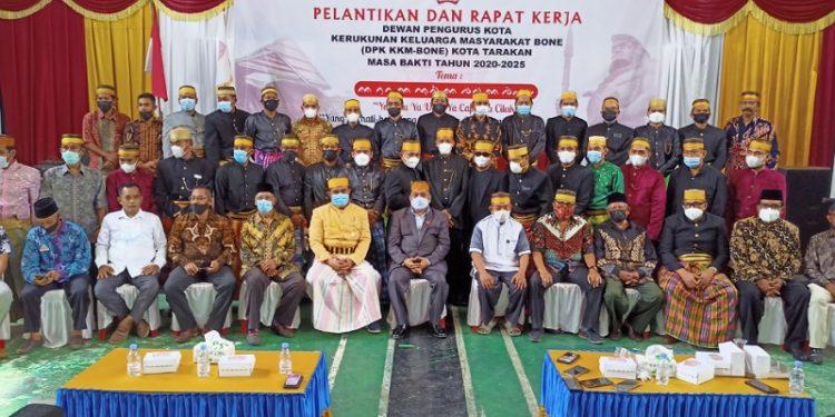 Foto Bersama: Pengurus KKMB Tarakan Periode 2020-2025, Ketua BPP KKMB Kaltara dan Ketua Paguyuban di Tarakan. foto: fokusborneo.com