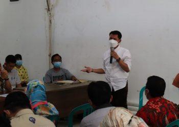 Wakil Ketua Komisi III DPRD Provinsi Kaltara saat rapat pembahasan masalah IPAL CV. MNA di Tanjung Pasir, Kota Tarakan Foto : Istimewa