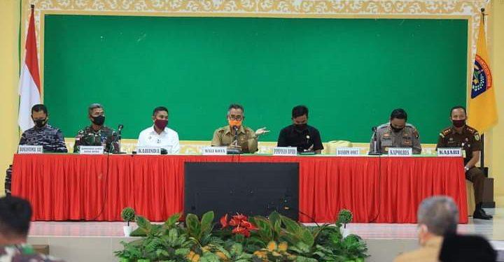 Rapat koordinasi menindaklanjuti intruksi Presiden dan Menteri tentang pelarangan mudik di Gedung Serbaguna Kantor Walikota Tarakan.Foto: Humas Pemkot Tarakan