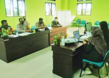 Babinsa Kodim 0907 Tarakan dan Babinkamtibmas saat menerima kegiatan pelatihan Tracer Covid 19 yang di gelar Dinas Kesehatan bertempat di Aula Puskesmas Karang Rejo.Foto: Doc.Babinsa