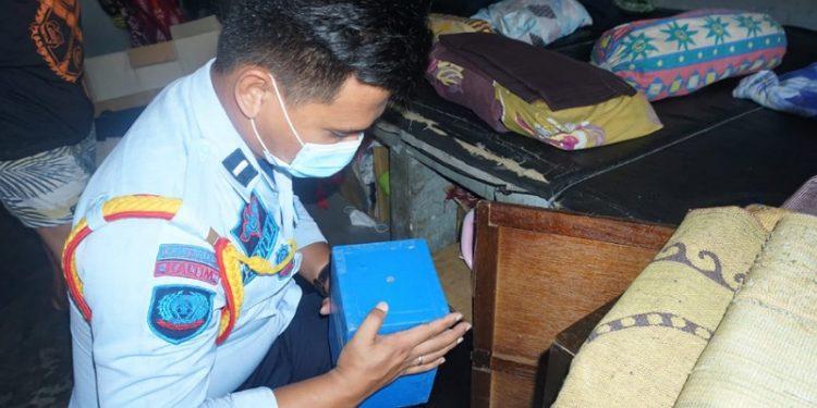 Petugas Lapas Tarakan Geledah Barang Milik Warga Binaan. foto: Istimewa