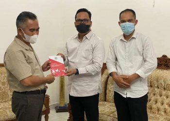 Wakil Ketua Komite II DPD RI Hasan Basri melakukan silaturahmi kebanggaan dengan mendatangi Wali Kota Tarakan dr. Khairul. Foto : Istimewa