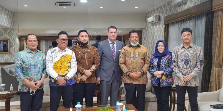 Wakil Ketua Komite II DPD RI, Hasan Basri ikut menerima kedatangan Duta Besar Bosnia Herzegovina. Foto : Istimewa