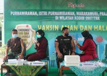 Personil Kodim 0907 Tarakan saat menerima vaksin Astra Zaneca dosis pertama bertempat di Makodim 0907 Tarakan.Foto: Penerangan Kodim 0907 Tarakan