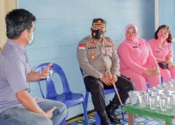 Kapolres Malinau AKBP Agus Nugroho dan Istri Sambangi Rumah Purnawirawan. Foto: IST