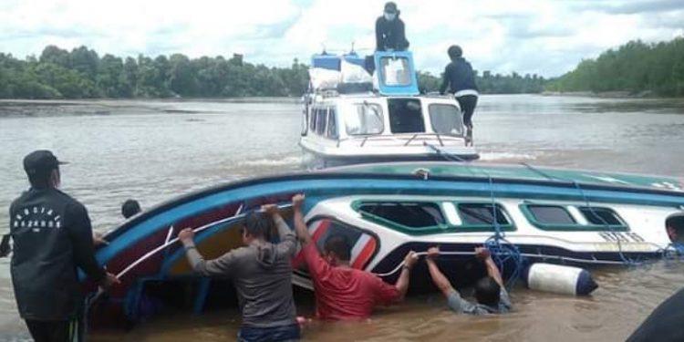 Speedboat Terbalik Diperairan Sembakung. Foto: IST/Facebook