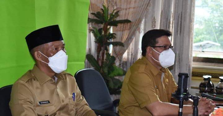 Bupati Bulungan Syarwani mengikuti doa bersama agar pandemi Covid-19 segera berlalu. Foto : Pemkab Bulungan.