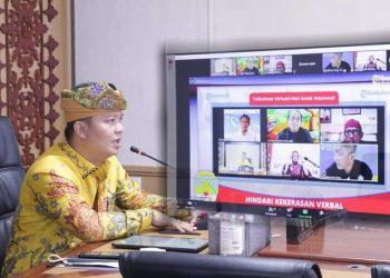Bupati KTT, Ibrahim Ali saat membuka kegiatan Talkshow Virtual Hari Anak Nasional Hindari Kekerasi Verbal saat belajar dari rumah.Foto: Diskominfo KTT