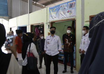 Bupati KTT, Ibrahim Ali saat meninjau Pasar Biasau yang berada di Kecamatan Sesayap Hilir