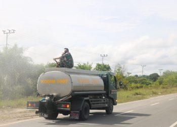 Menyambut HUT Kodam VI / Mulawarman ke - 63 Kodim 0907 Tarakan menggelar kegiatan penyemprotan dinsifektan di wilayah Kecamatan Tarakan Utara