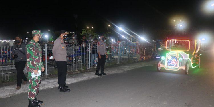 Komandan Kodim 0907 Tarakan bersama Kapolres Tarakan saat melaksanakan patroli malam skala besar di tempat - tempat strategis di Kota Tarakan