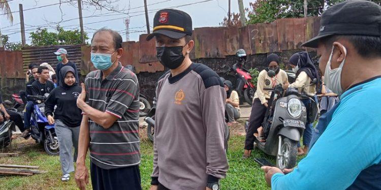 Kapolsek Tarakan Barat, Iptu Angestri Turut Serta Kerja Bakti di RT 4 Karang Balik. Foto: ist