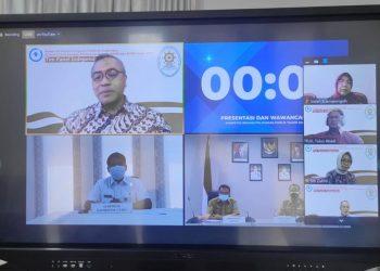 Gubernur Kaltara, Drs. H. Zainal Arifin Paliwang SH, M.Hum saat mengikuti pengumuman pemenang Top Inovasi KemenPAN-RB secara virtual