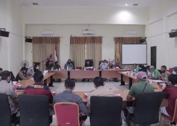 Ketua Kwarcab Gerakan Pramuka KTT, Ibrahim Ali memimpin rapat persiapan Hari Pramuka ke-60