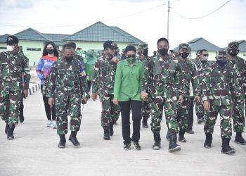 KASAD Jenderal TNI Andika Perkasa beserta Ibu Ketua Umum Persit KCK  meninjau Latma Garuda Shield ke - 15 tahun 2021 bertempat di Amburawang Balikpapan Kalimantan Timur