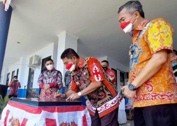 Gubernur Kaltara, Zainal A Paliwang meresmikan gedung baru SMP N 1 Malinau