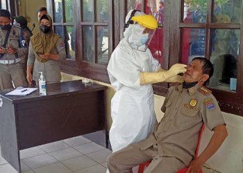 Personil Satpol PP dan PMK Tarakan Mengikuti Test Swab Antigen. Foto: fokusborneo.com