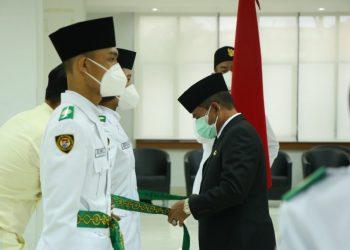 Gubernur Provinsi Kalimantan Utara, Drs.H.Zainal A Paliwang, mengukuhkan sebanyak 40 pelajar dari lima kabupaten/kota di Kalimantan Utara (Kaltara) sebagai Pasukan Tim Paskibraka. Foto : Adpim