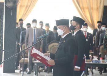 Bupati Tana Tidung Ibrahim Ali melantik Pejabat Administrator dan Pengawas di lingkungan Pemerintah Kabupaten Tana Tidung