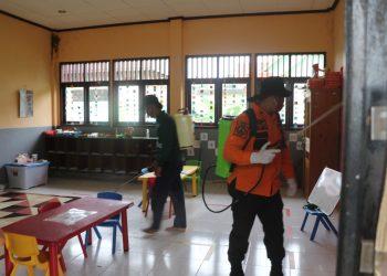 Satgas Covid -19 Kabupaten Tana Tidung saat melakukan penyemprotan desinfektan