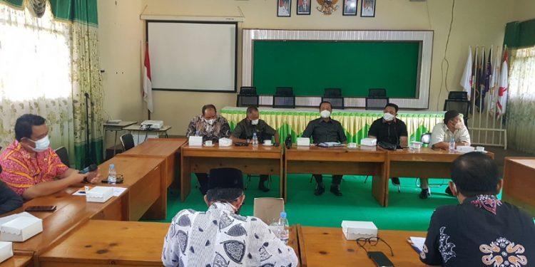 Pertemuan anggota Komisi 4 DPRD Provinsi Kaltara bersama bagian Kesra dan Disdikbud Pemprov Kaltara. Foto : Fokusborneo.com