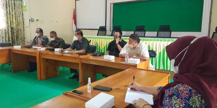 Rapat dengar pendapat antara anggota Komisi 4 DPRD Provinsi Kaltara bersama bagian Kesra dan Disdikbud Pemprov Kaltara. Foto : Fokusborneo.com