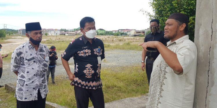 Anggota Komisi 4 DPRD Provinsi Kaltara bersama Disdikbud Provinsi Kaltara meninjau lokasi pembangunan SMAN 4 dan SMKN 4 Kota Tarakan. Foto : Fokusborneo.com